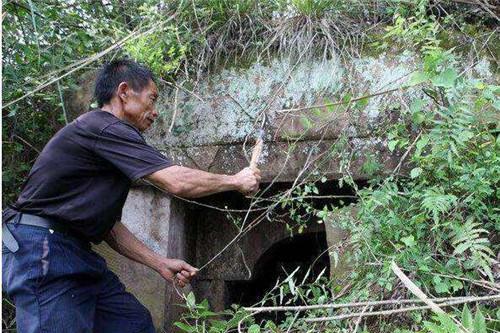 湖北86岁老人,在墓穴生活35年,曾言:怕人不怕鬼,单着就挺好