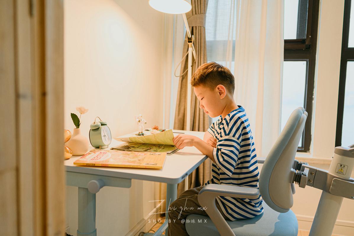 站立学习不怕驼背:乐歌电动升降学习桌,2021的第一份好礼物
