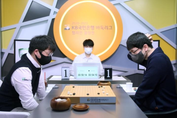 36岁元晟溱演绎韩国围棋联赛神话 赛季17连胜助本队问鼎冠军