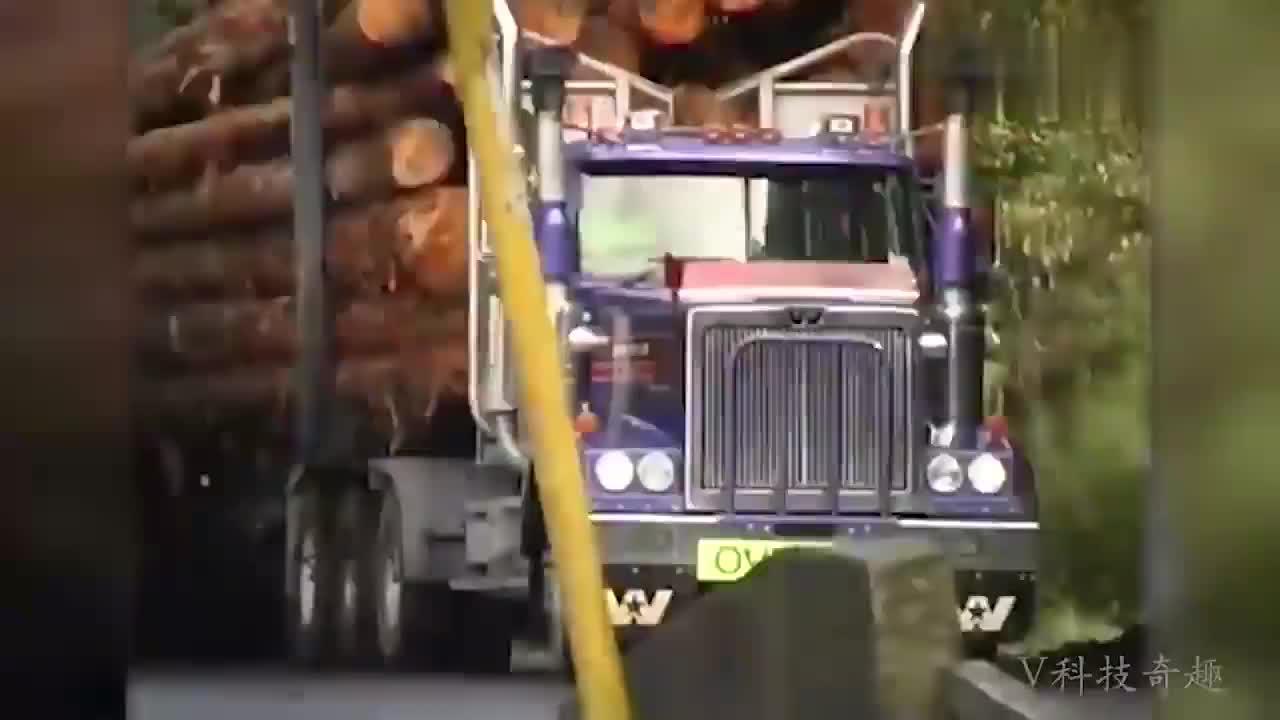 令人很敬畏的超级木材运输过程!厉害了,网友:月薪肯定不低!