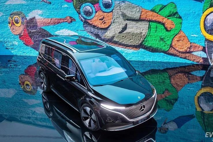 定位紧凑级豪华纯电MPV,奔驰全新电动车EQT亮相