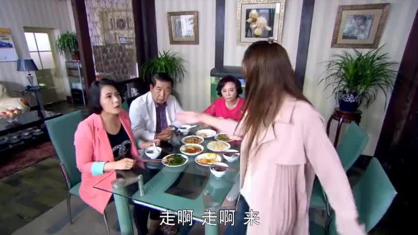 台湾大妈嫌弃北京环境太差,没想到了晚上,大妈拉都拉不回去