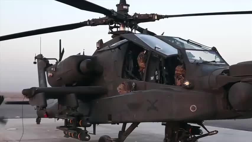 美国陆军第16战斗航空旅准备一架AH-64E阿帕奇