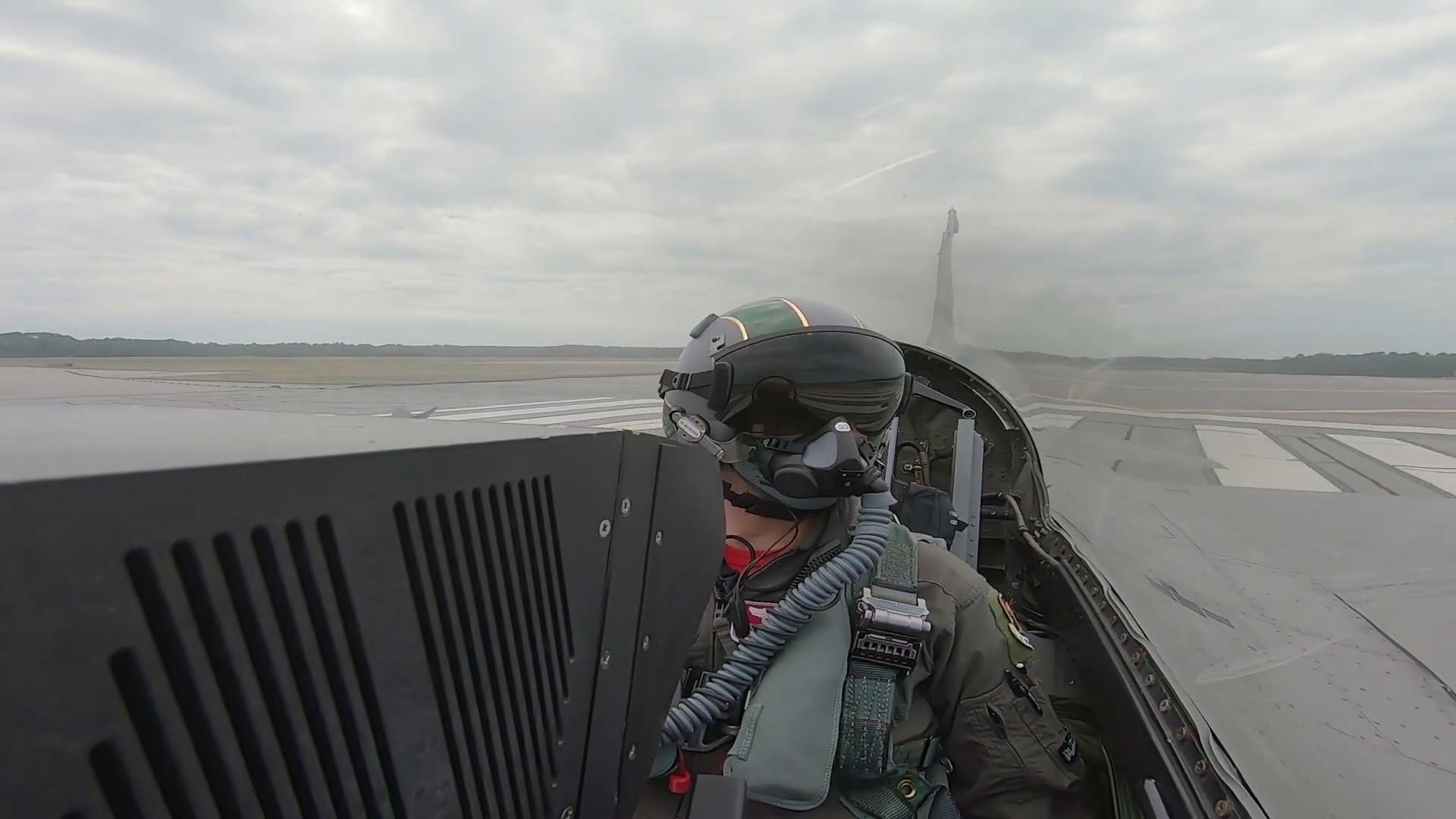 F-16D战斗机进行空中格斗训练!