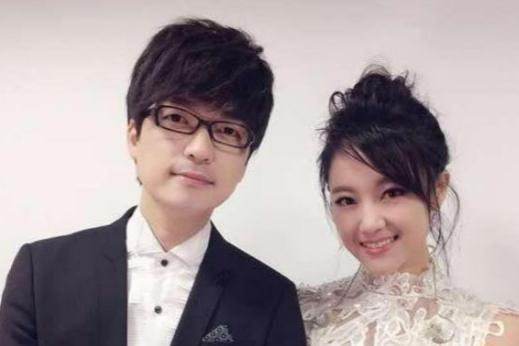 没离婚?玖月奇迹夫妇现身活动终合体,王小玮打扮很靓丽