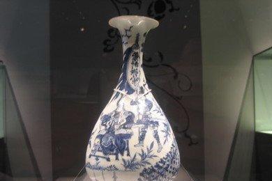 """荷兰人""""祖传""""的青花瓷,拍卖2.3亿元,网友:分明是抢圆明园的"""