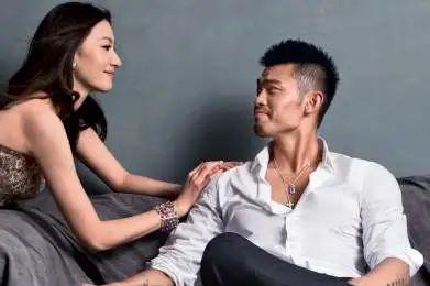林丹出轨4年谢杏芳秀恩爱,回忆公布恋情瞬间,语言生硬称呼冷淡