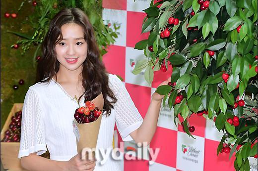 韩国原艺术体操运动员孙妍在出席樱桃节活动