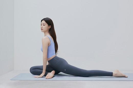 韩国女艺人高允贞拍代言宣传照秀完美身材