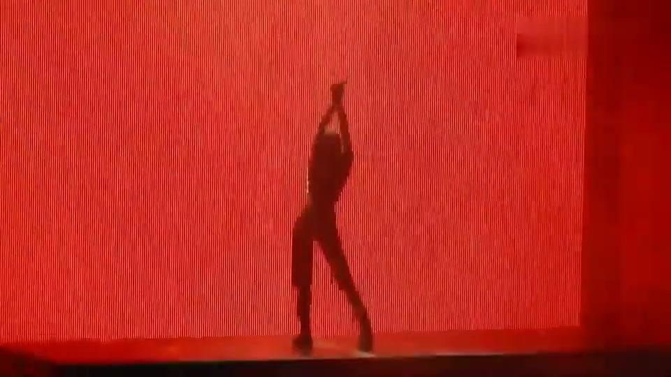 Lisa在悉尼的Solo舞台,当熟悉的音乐响起时,现场变得不可控制