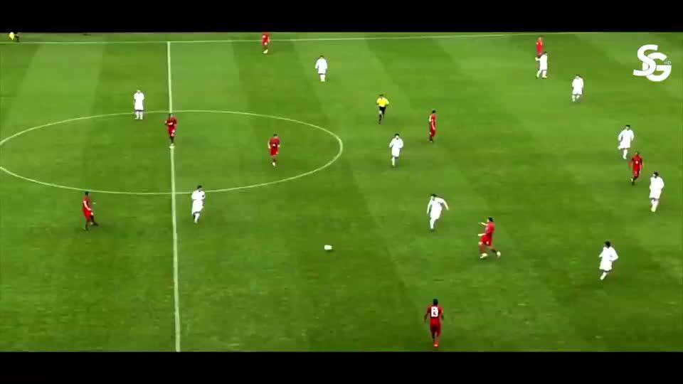 葡萄牙7-0朝鲜,C罗进了一个搞笑球,连他自己都笑了
