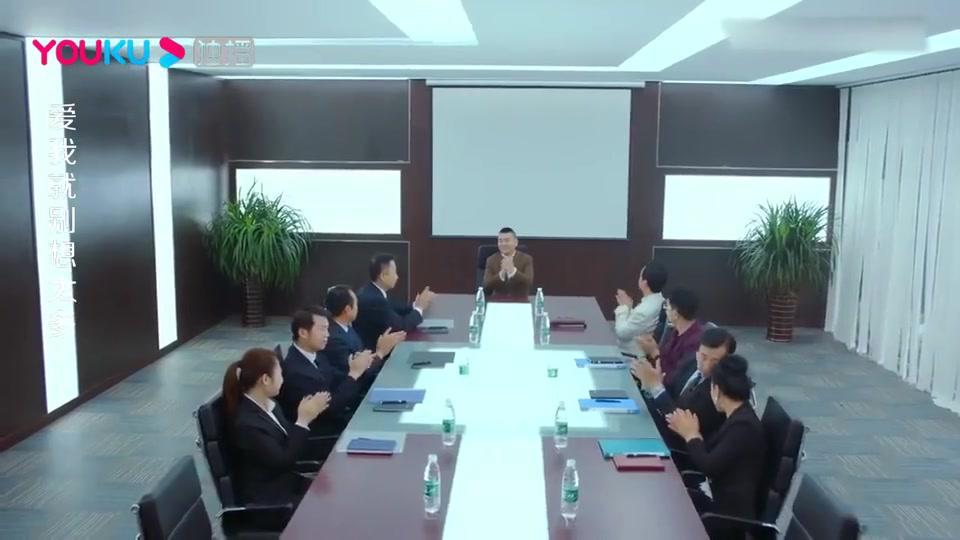 董事长在公司开会,谁料为了找一个润唇膏,竟终止了会议!
