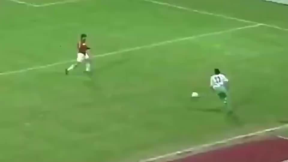 足球:马尔蒂尼教科书式铲球,你学会了吗?