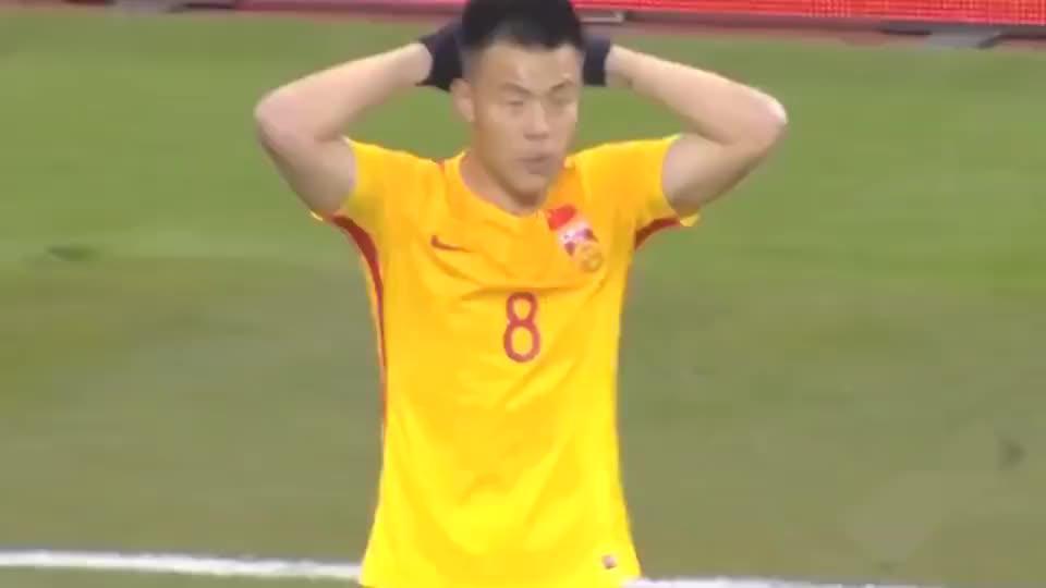 东亚杯国足打出皇马式反击,张稀哲挑球过人精准长传