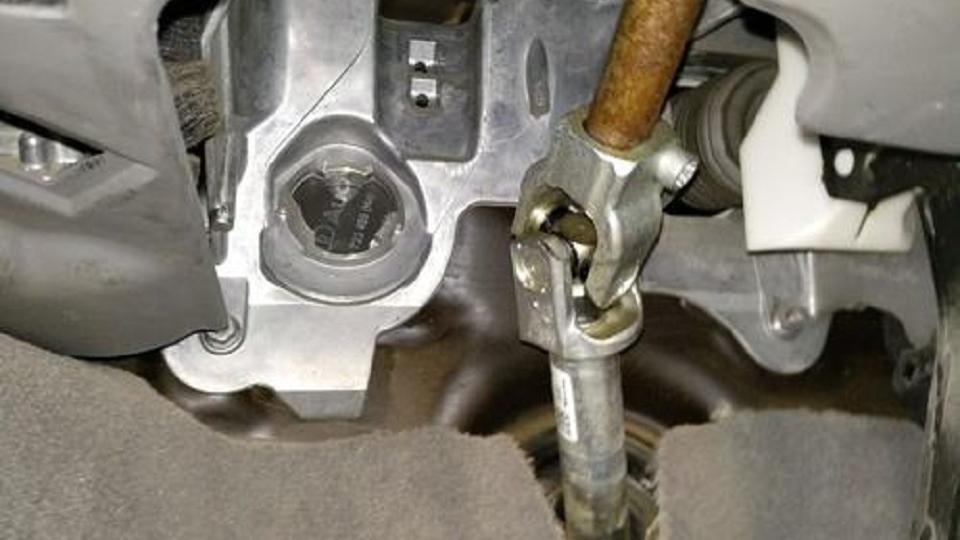 汽车方向盘转向柱生锈是否为水泡车?