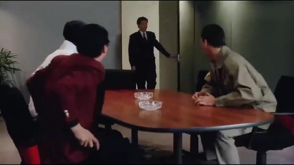 三个损友被董事长雇佣过去,对付自己亲弟弟,真是笑死了!