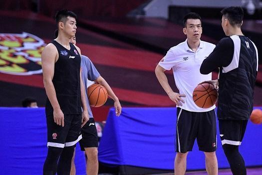 北京首钢接触前男篮主帅,创亚锦赛耻辱纪录,拒绝和篮协领导握手