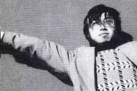 9岁上重点高中15岁上北大,25岁却卧轨结束生命,他的诗人尽皆知