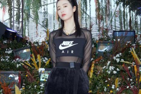 盐系女孩周雨彤,教科书般的春夏时尚穿搭,展现清爽魅力
