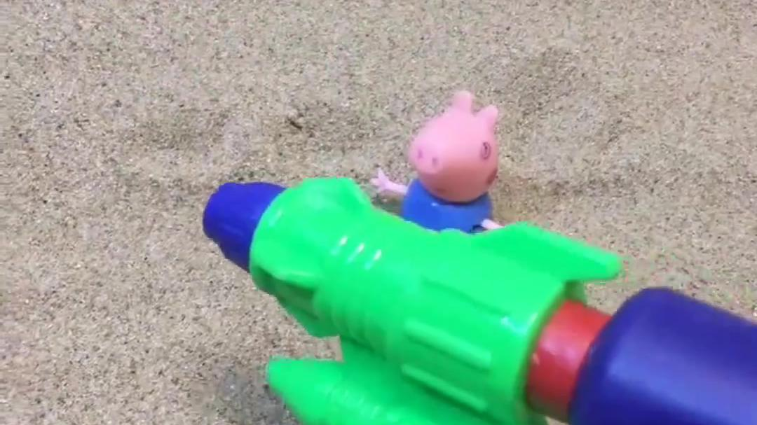 乔治有了一个小水枪,他拿小水枪喷别人,小朋友们都生气了!