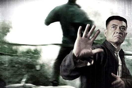 《抗日奇侠》10年,导演沉寂,王新军告别神剧,舒耀瑄片约不断