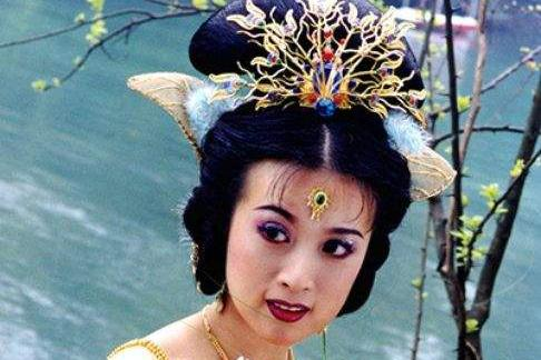 土俗老板娘金巧巧,情史坎坷,谁还记得当年惊艳众人的孔雀公主?
