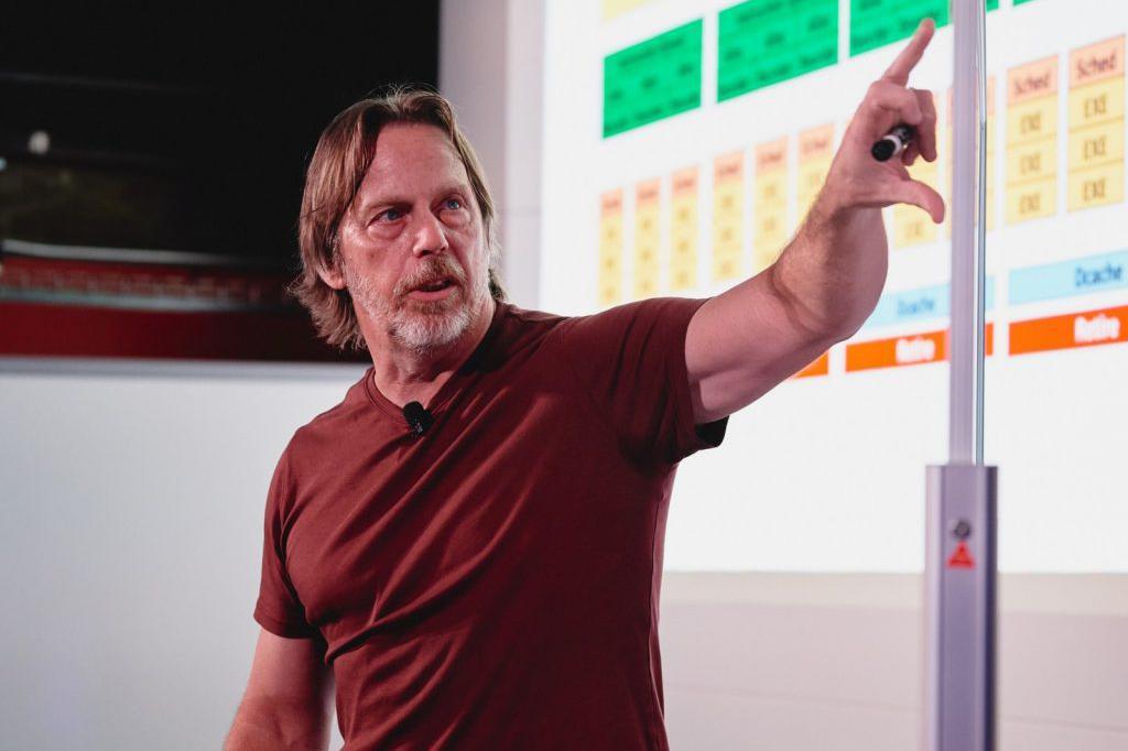 英特尔芯片总设计师离职:Zen架构设计者,可能去AMD开发新架构