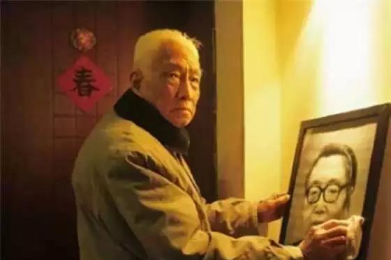1天闪婚,99岁老人用300幅画回忆亡妻,临终对话让柴静泪目