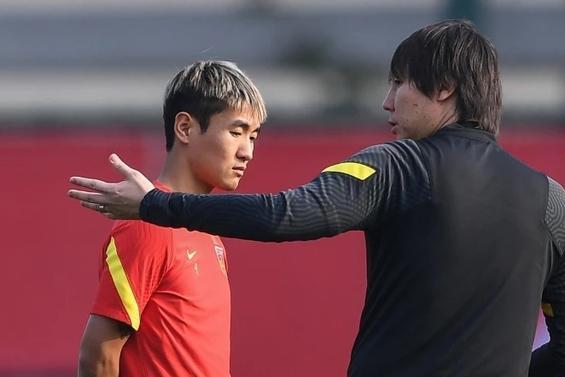 曝韦世豪缺席国足合练,李铁单独指导,生涯上升期却屡遭伤病困扰