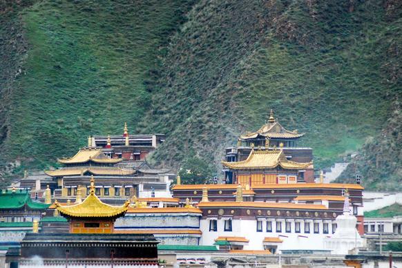 """千年大昭寺还没说话,这座仅310岁的寺庙却敢称""""世界的藏学府"""""""