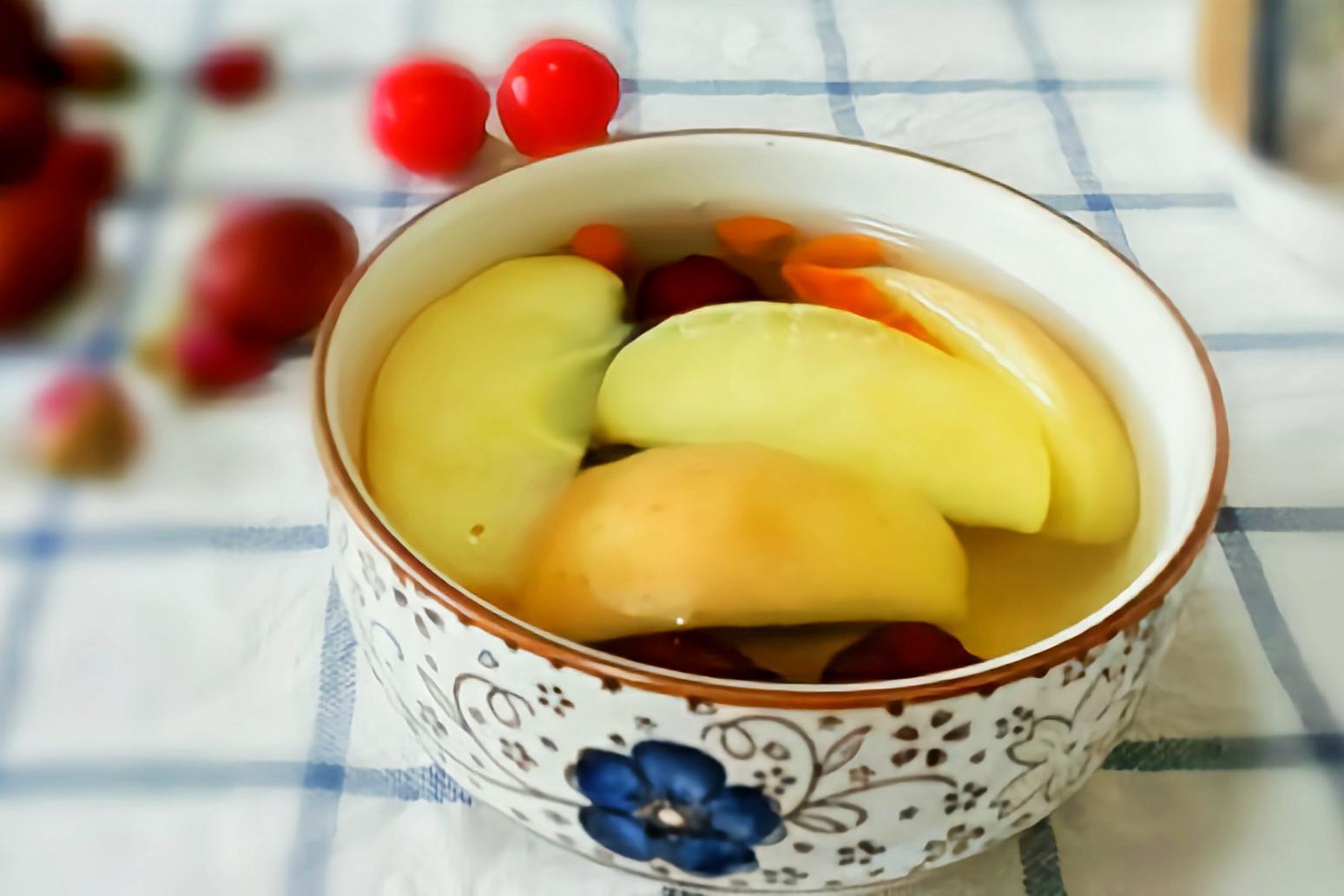 香甜的苹果红枣汤,营养美味,冬天来一碗暖胃美滋滋
