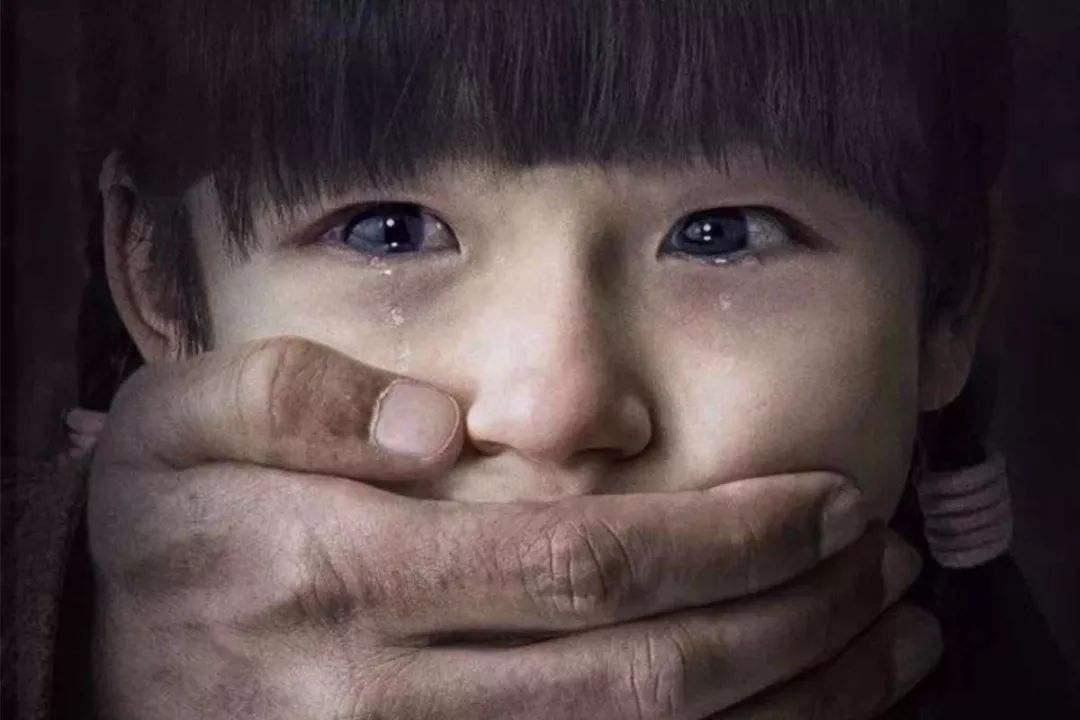 15岁少女被逼卖淫跳楼自杀,惨剧频发背后,竟因未成年有恃无恐