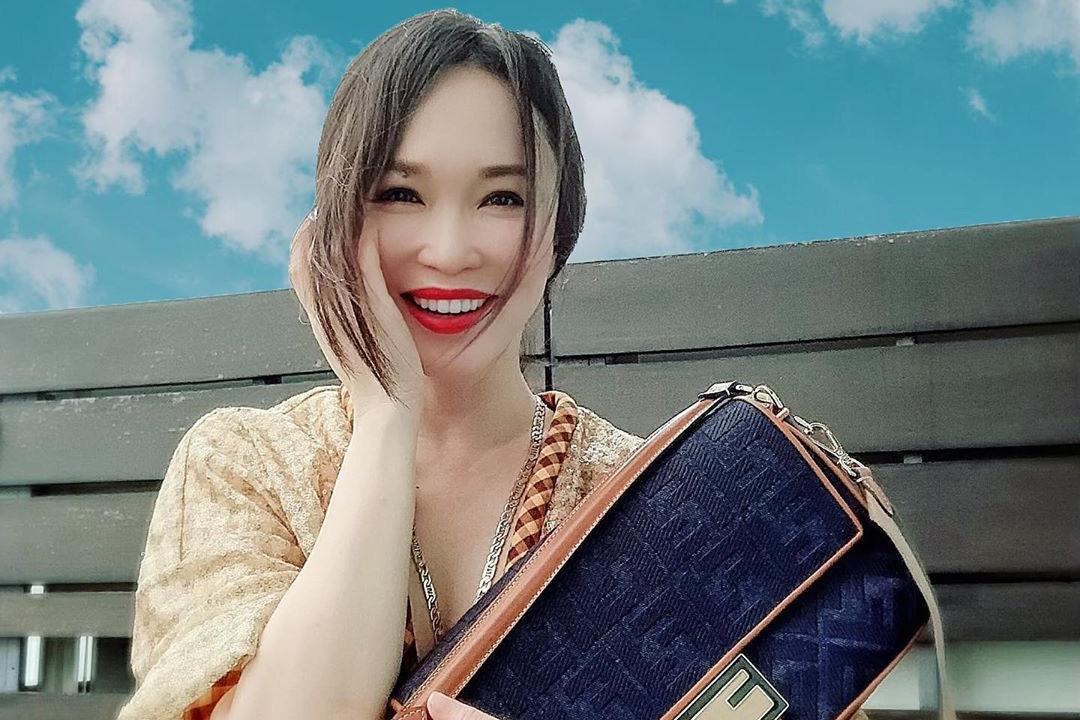 李铭顺为范文芳拍摄居家时尚画报 肤白红唇状态极好