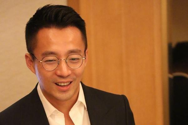 汪小菲回应与大S离婚称自己不知情,3月还在高调庆结婚十周年