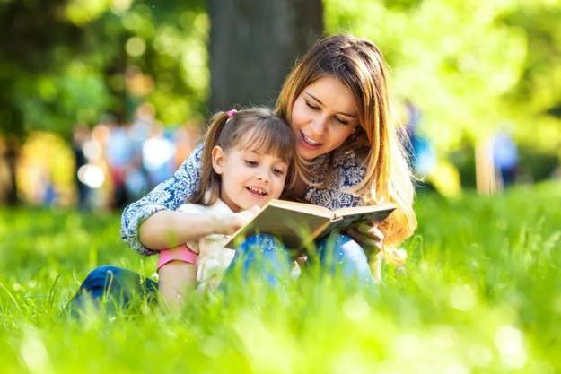 """哈佛教授:阅读并不会提高孩子思维活跃度,还是""""扔掉""""书出门吧"""
