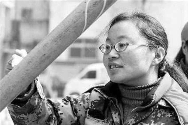 """她是北大女硕士,毕业后求职不顺利,放弃""""北漂""""回家做油漆工"""