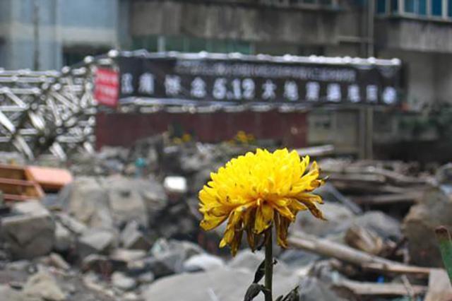 汶川大地震时,丢下学生第一个跑出教室的范美忠,他现在怎么样