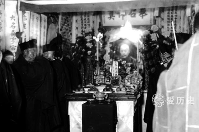 惨死于日本人手中的孚威上将军吴佩孚灵堂 当年各界尊其武圣