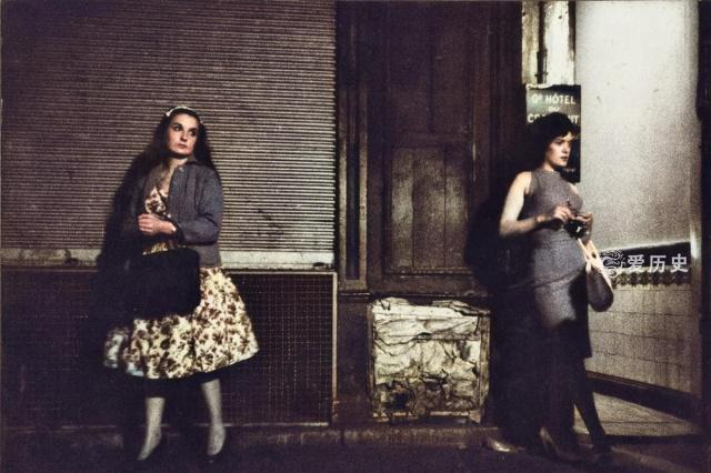 六十年代圣丹尼斯街上的娇媚女子 巴黎夜色中男人趋之若鹜的地方