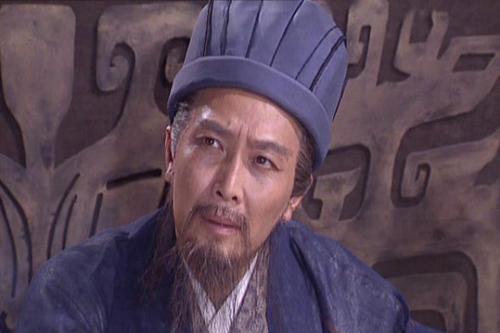 他是三国时期一代伟人,在《三国演义》中成了衬托诸葛亮的小丑