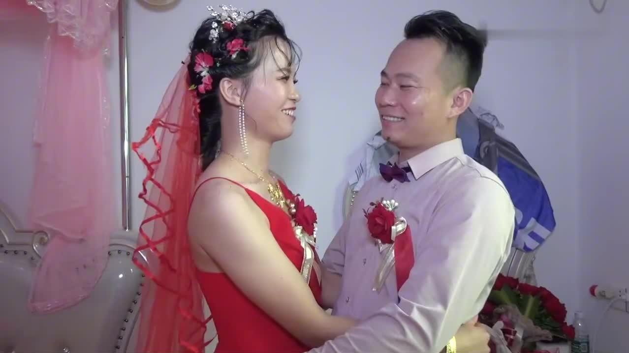广东一对新人结婚,原来娃儿早生了,一家3口好幸福