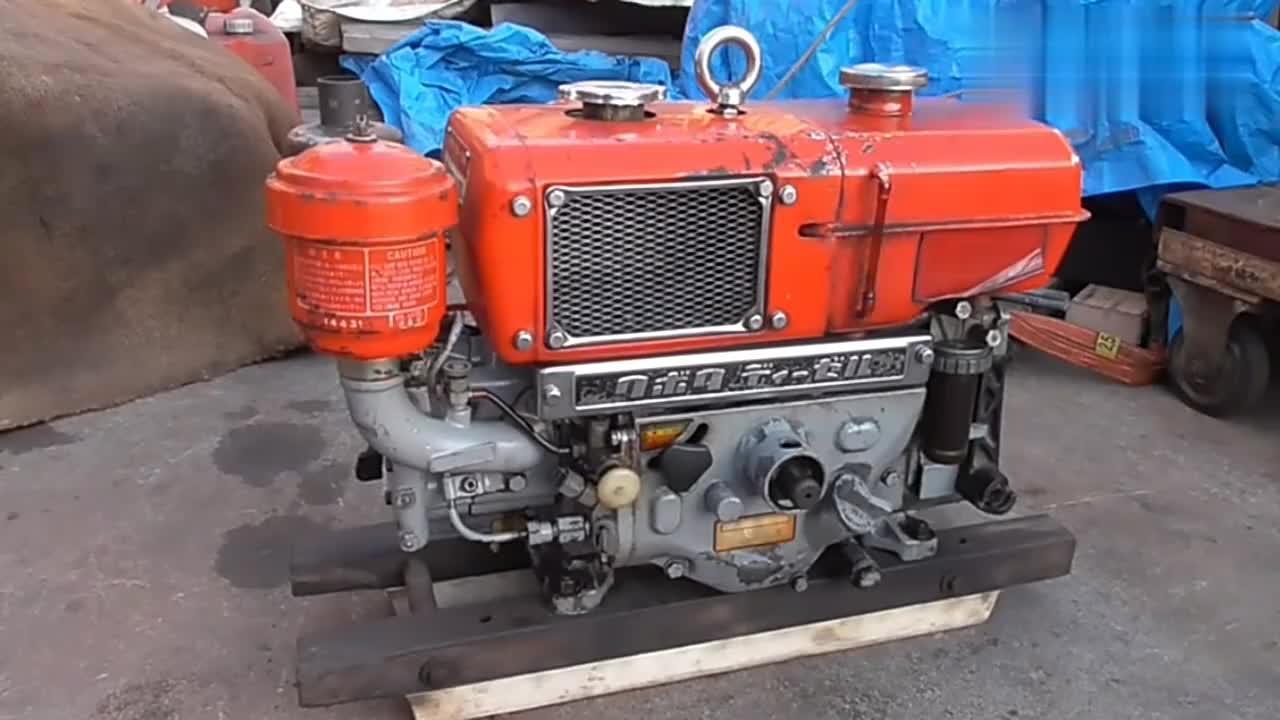 启动一台刚买的日本进口柴油发动机,听声音感觉很带劲!