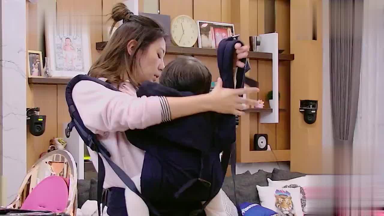 贾静雯给女儿们做午饭无从下手,看到冰箱上老公留的便利贴好感动