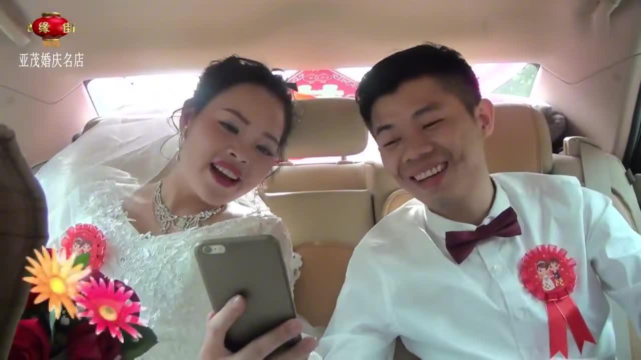 广东一对新人结婚,迎亲路上同唱一首歌,幸福得让人好羡慕