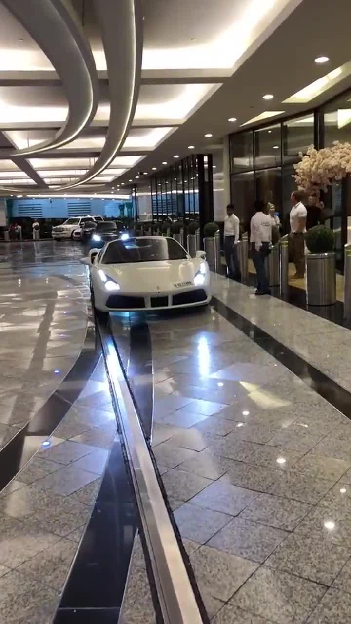 迪拜有跑车就有人接待