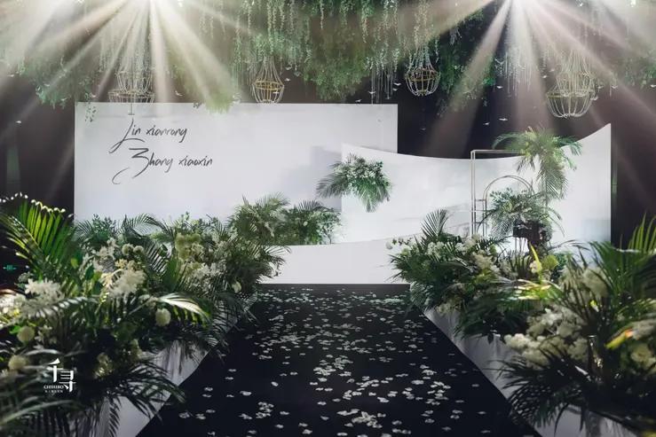这场融合了静谧感性及恬静淡雅的白绿色系婚礼,有让你心动吗?