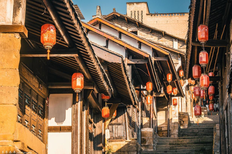 登云梯长街,观长江日暮,新旧之间的石柱西沱古镇让人心生感慨