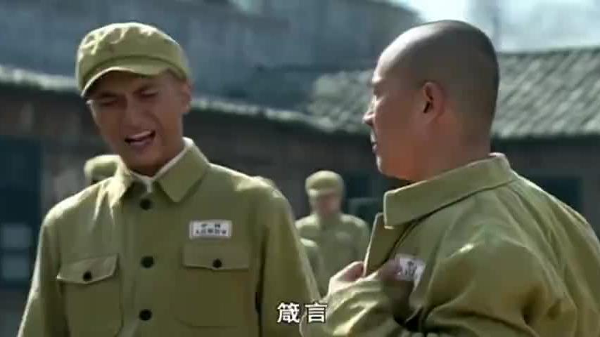 谁身上的伤疤多谁当队长,不料老兵一脱军装,全场战士都震撼了