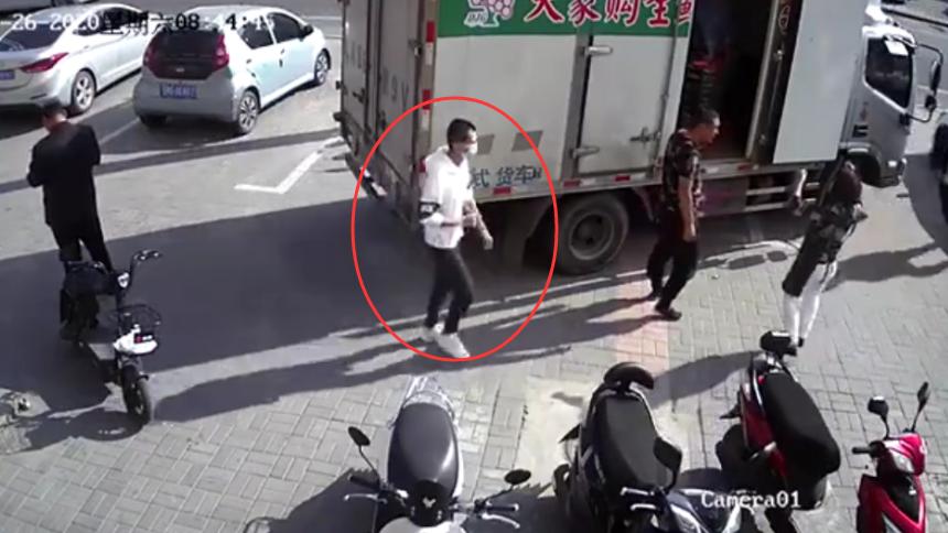 内蒙古极度危险嫌犯被捕全过程曝光 民警飞奔5秒内将其撂翻