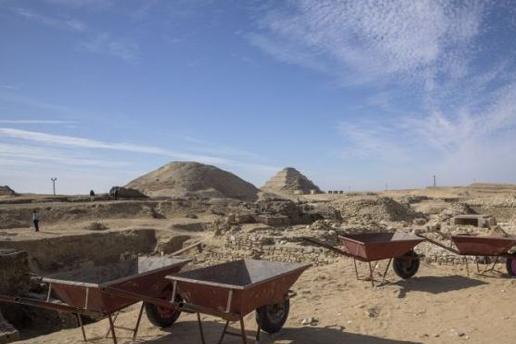 埃及开罗以南撒卡拉墓地发现,一座古代王后陵墓和52具木棺